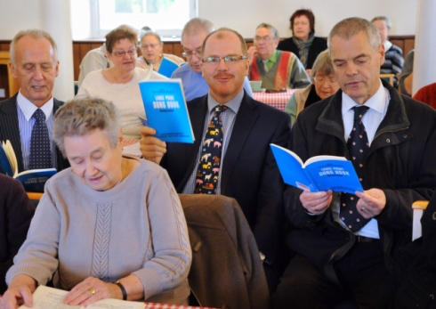 MP George Freeman, centre, visits the Wymondham Pabulum Dementia Café sing along group. With him are councillors Colin Foulger, left, and Joe Mooney. © Picture: Denise Bradley